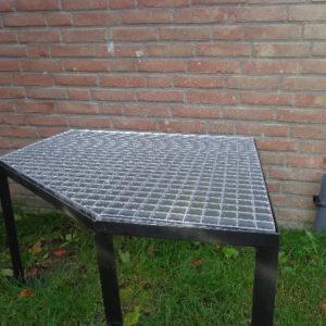 Stalen frame met gegalvaniseerd rooster (op maat gemaakt voor bijv. warmtepomp of zandfilterset) VANAF : -2175