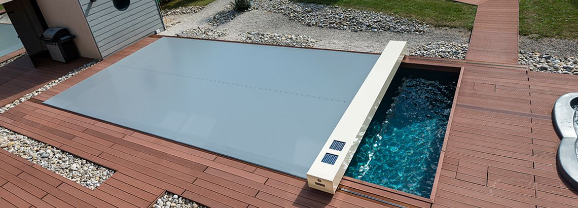 Abrisud coverseal gemotoriseerd afdekzeil zwembad dhz for Abrisud pool covers